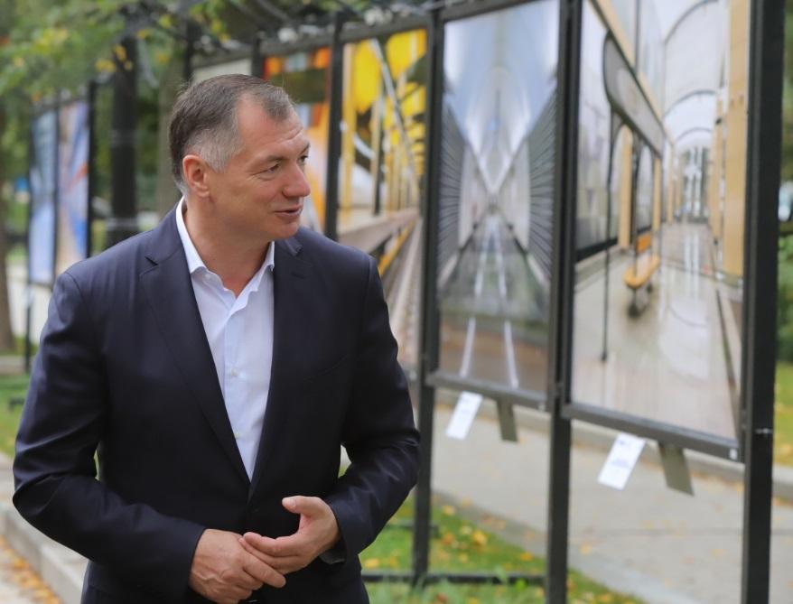 Фотовыставка «Искусство строить метро» открылась на Тверском бульваре