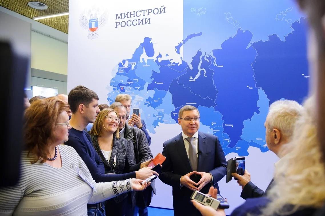 Владимир Якушев посетил стенд «Москва. Территория развития» на форуме PROESTATE