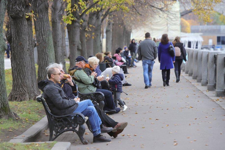 Число новых случаев COVID-19 в Москве впервые за осень превысило отметку в 5 тысяч