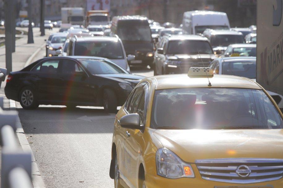 В День народного единства парковки в столице будут бесплатными