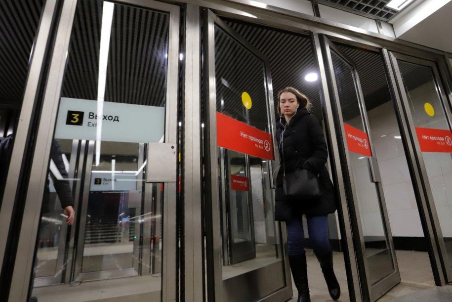 Более 4 тыс. вестибюльных дверей вернули на станции столичного метро в преддверии зимы