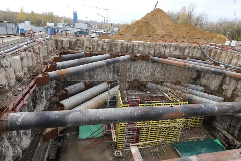 Более 25 км инженерных сетей проложили для строительства Некрасовской линии метро