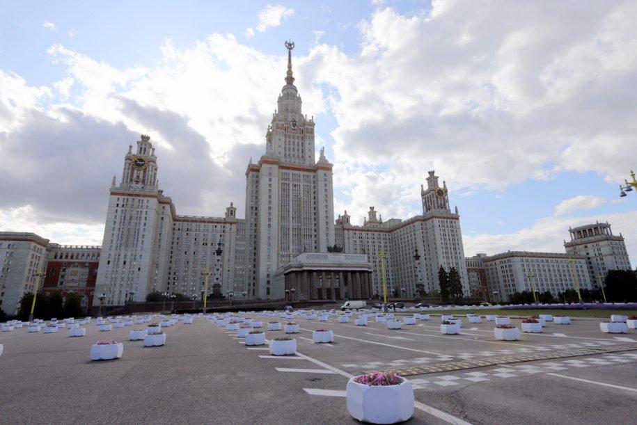 Рядом с главным зданием МГУ изменят скоростной режим движения транспорта