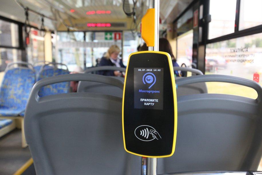 Пассажиры городского транспорта более 2,2 миллиона раз оплатили проезд при помощи банковской карты или смартфона