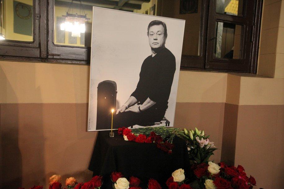 Памятник Николаю Караченцову появился на Троекуровском кладбище
