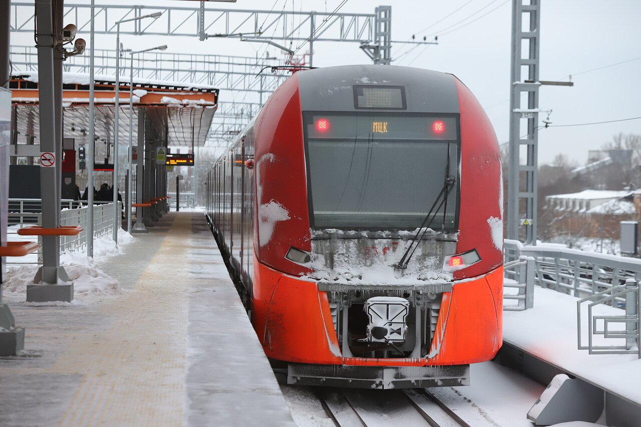Снегозадержатели на навесах станций МЦК установили в рамках подготовки к зимнему сезону