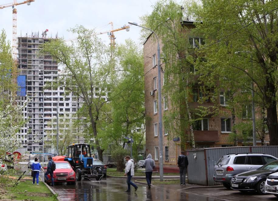 В трех районах Москвы начались публичные слушания по программе реновации, впервые они пройдут в поселке Шишкин Лес