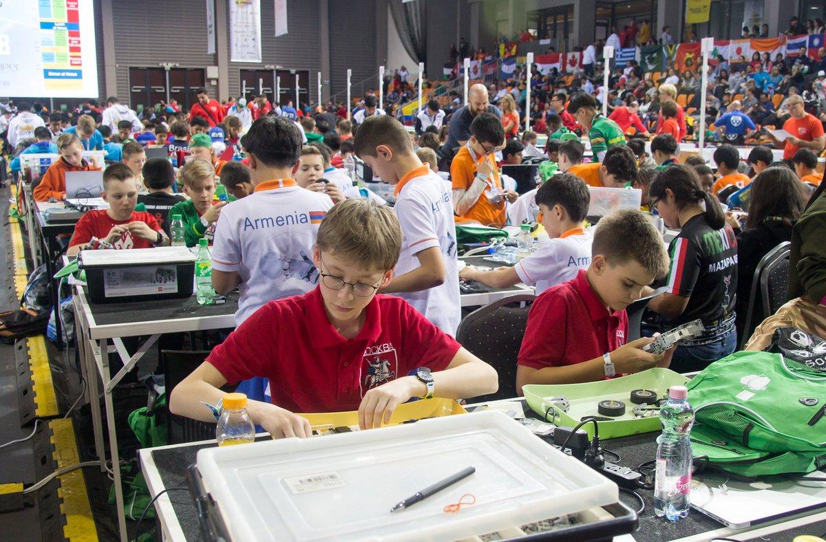 Столичные школьники завоевали серебряные медали на XVI Всемирной олимпиаде роботов