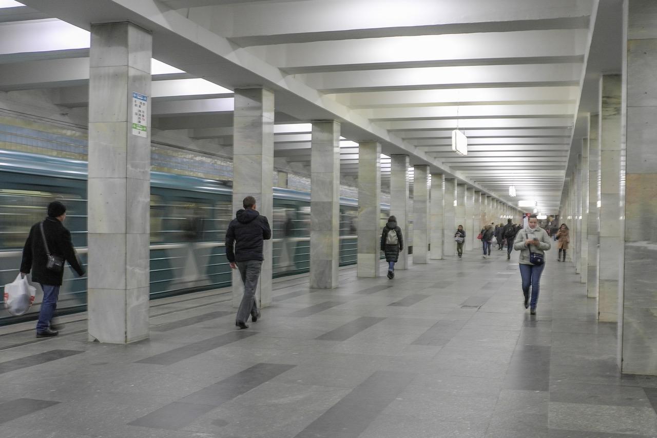 Пассажир выжил после падения на жёсткий путь станции метро «Полежаевская»