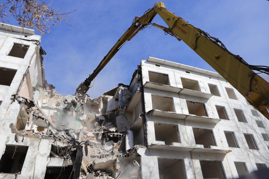 В Бабушкинском районе начали демонтировать дом по технологии умного сноса