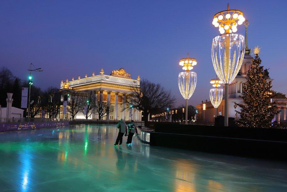 На катки в Парке Горького и на ВДНХ можно будет получить льготный билет