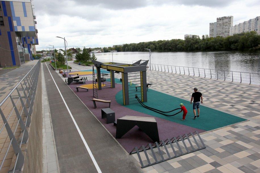 В сквере Победы на Шипиловской улице приступили к устройству детских площадок и спортивной зоны