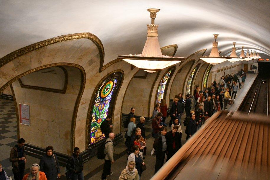 Поезда не ходят по Кольцевой линии метро по часовой стрелке из-за пассажира на путях