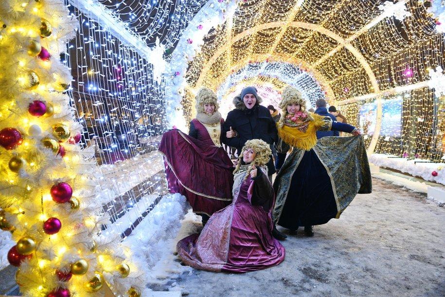 На праздничной Тверской покажут спектакли 25 театральных коллективов