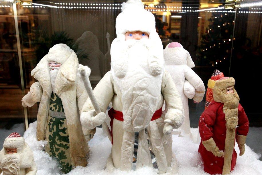 Новогодние игрушки прошлого выставили в Московском планетарии
