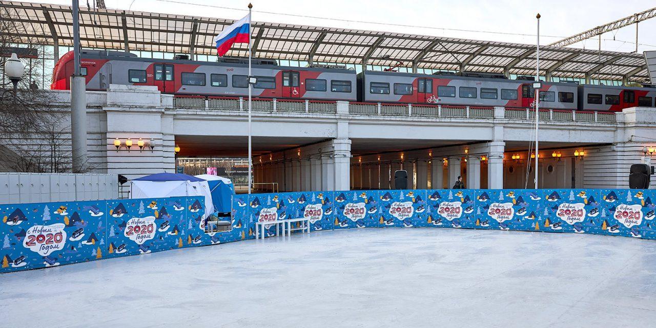 Московский метрополитен открыл для пассажиров бесплатный каток с искусственным льдом