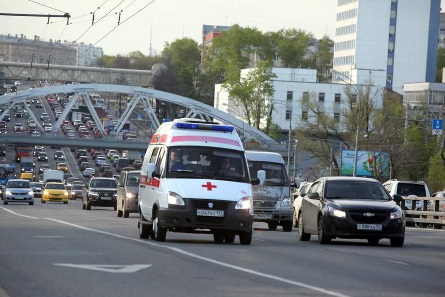 Сотрудники ГИБДД задержали водителя иномарки, не пропустившего машину скорой помощи в Москве