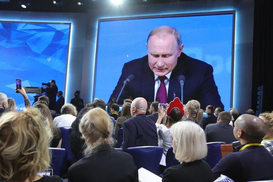 Коронавирус окончательно не побежден и остается прямой угрозой — Путин