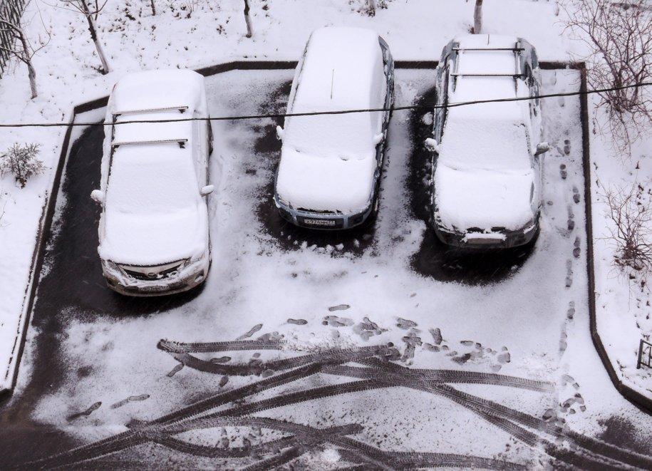 ЦОДД рекомендовал автолюбителям пересесть на метро из-за снега