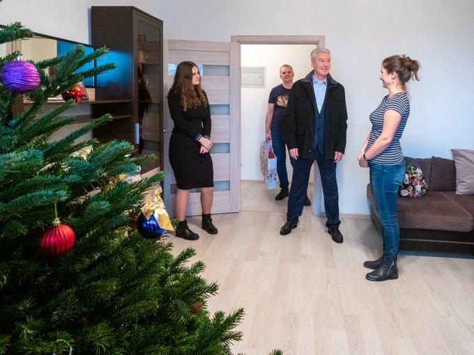 Сергей Собянин поздравил с Новым годом новосёлов по программе реновации