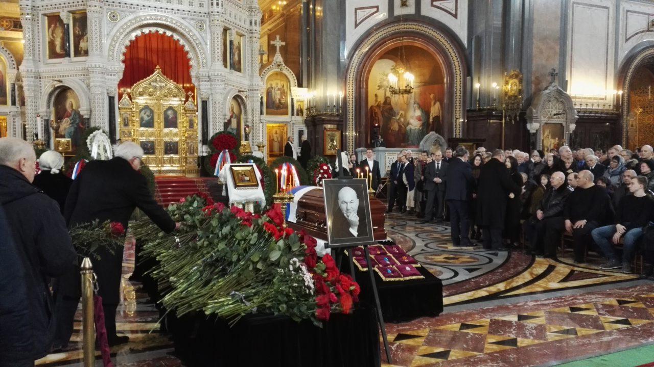 Отпевание Юрия Лужкова завершилось в храме Христа Спасителя
