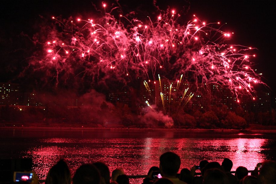 Более 4,5 тыс. площадок для запуска фейерверков в новогодние праздники организовано в России