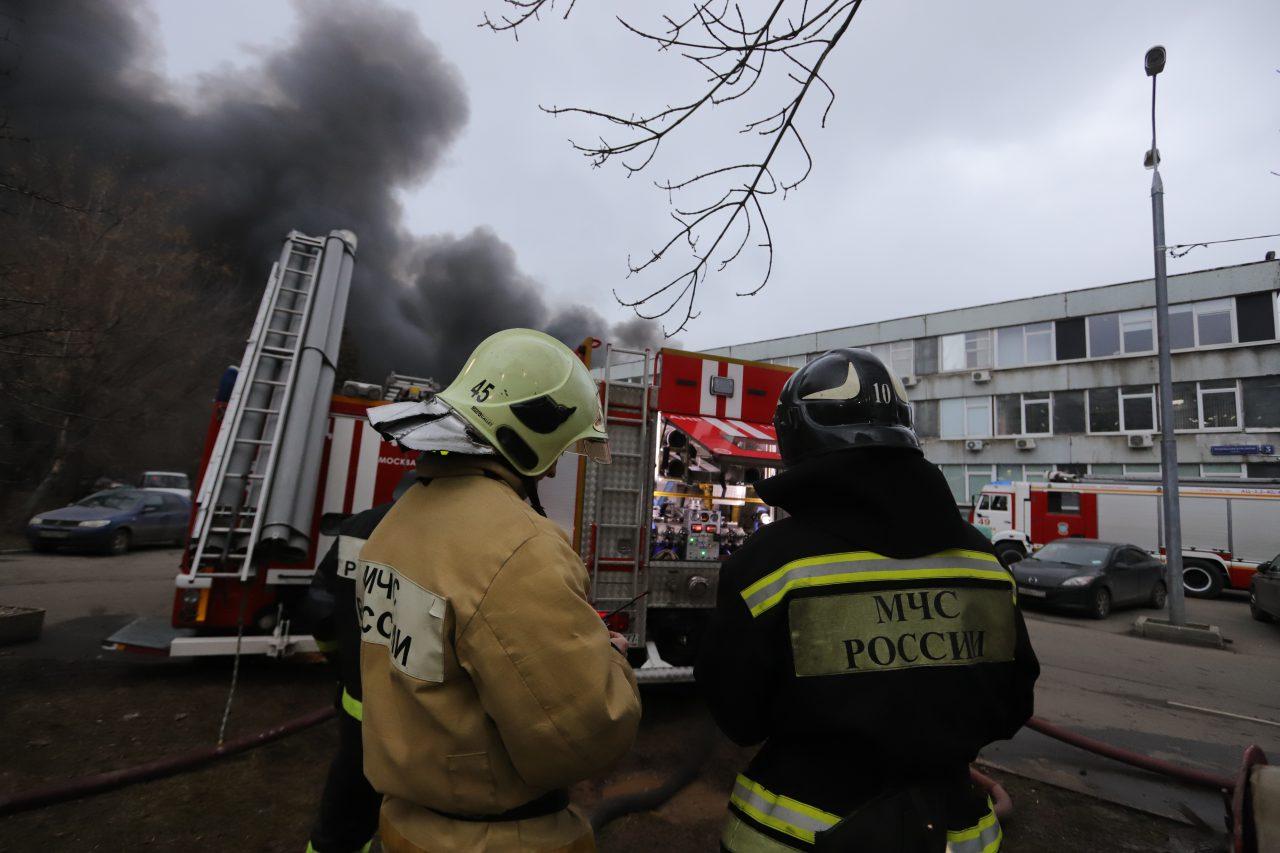 На складе в районе Варшавского шоссе ликвидированы очаги отдельных участков пожара