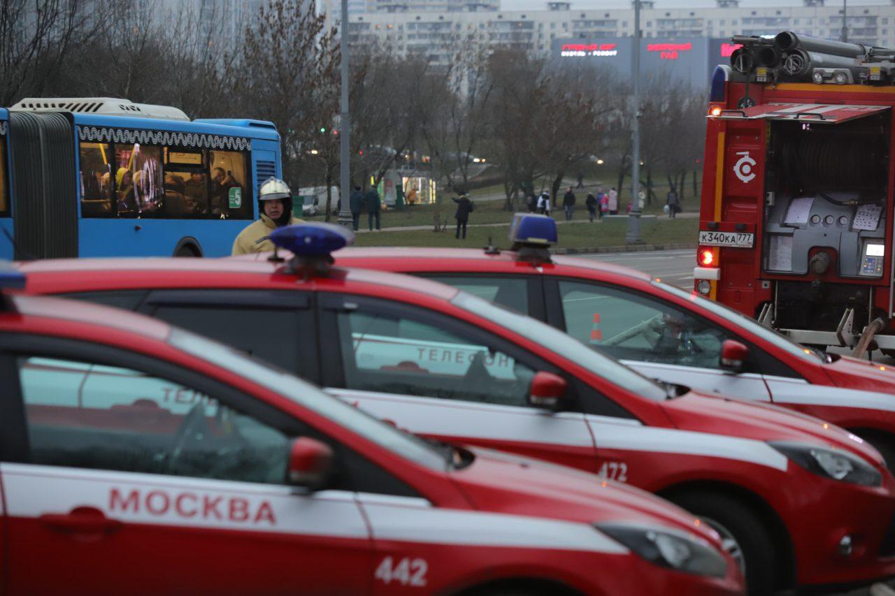 Движение по ул. Подольских Курсантов восстановлено после пожара на складе тканей