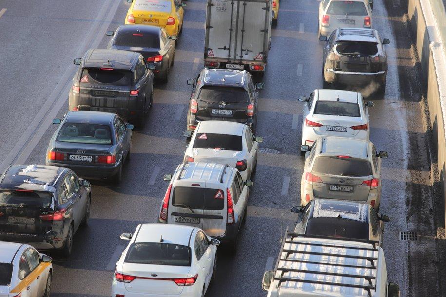 ЦОДД рекомендовал водителям пересесть на общественный транспорт