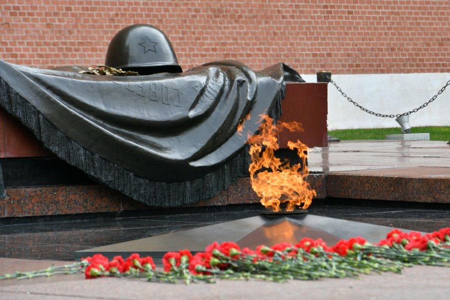 Мэр Москвы возложил цветы к Могиле Неизвестного Солдата в честь годовщины Битвы под Москвой