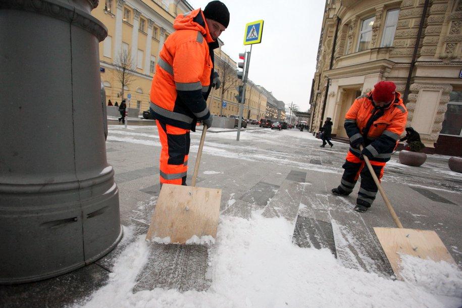 ЦОДД призвал водителей быть аккуратными и внимательными на дороге из-за снега и сильного ветра
