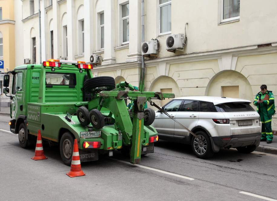 Оплатить эвакуацию автомобиля теперь можно в приложении «Парковки Москвы»