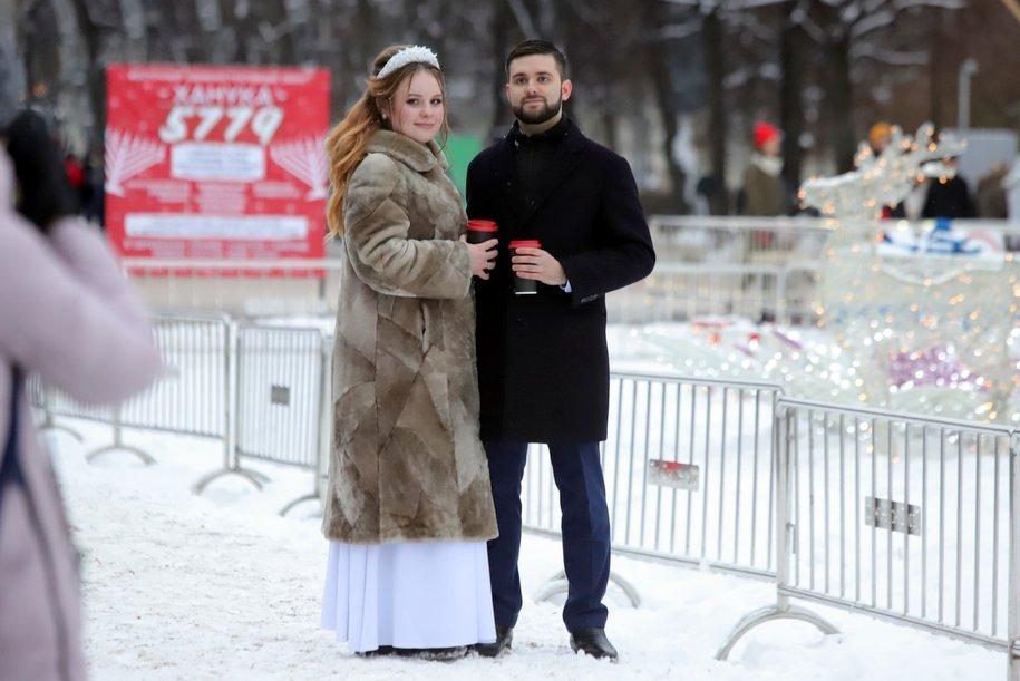 Более 50 пар зарегистрировали брак в Рождество