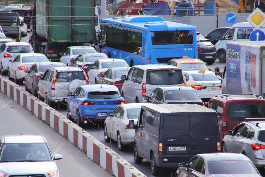 Дептранс попросил водителей быть внимательнее на дорогах