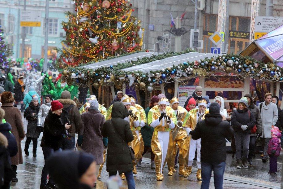 Более 700 новогодних мероприятий провели для участников «Московского долголетия»