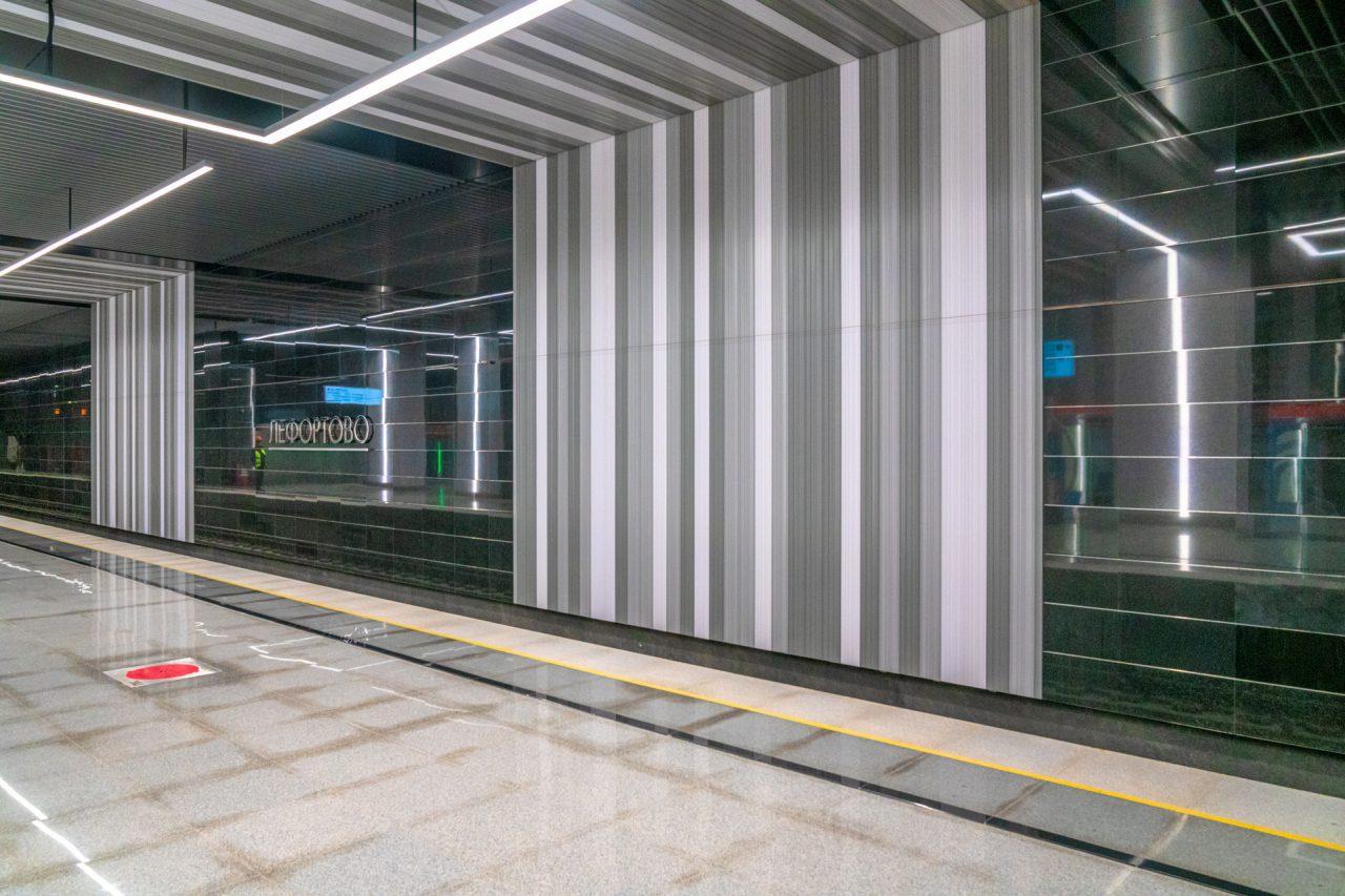 При отделке станций БКЛ «Авиамоторная» и «Лефортово» впервые применили инновационный материал