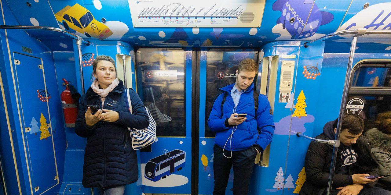 Более 4,6 млн пассажиров перевезли тематические новогодние поезда московского метро в праздники