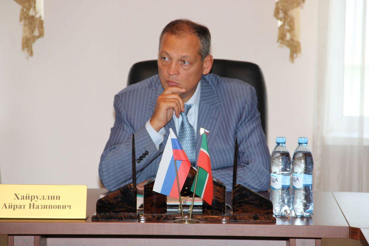 Депутат Госдумы разбился при крушении вертолета под Казанью