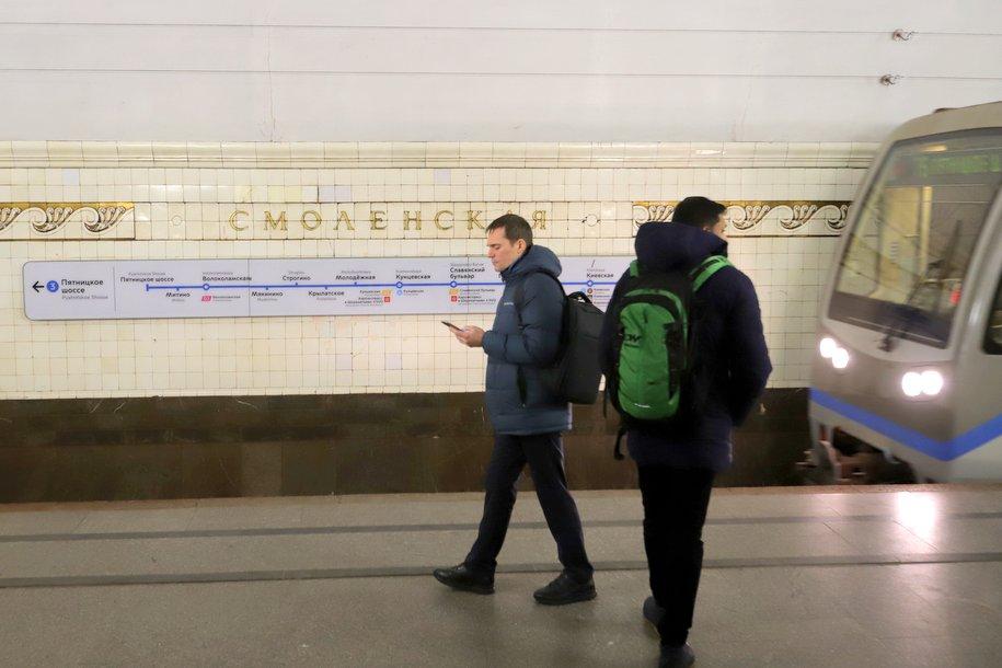 Свыше 3000 плакатов проинформируют пассажиров метро о закрытии станции «Смоленская» Арбатско-Покровской линии