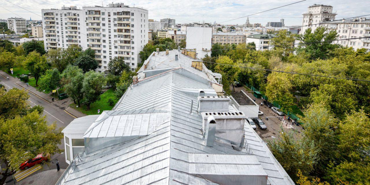 Более 1200 крыш отремонтируют в столице в этом году
