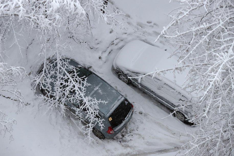 Столичных водителей призвали быть осторожными из-за гололедицы и сильного ветра