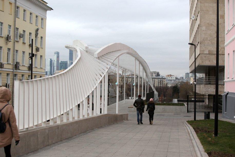 Собянин рассказал о временном ограничении работы ресторанов и парков