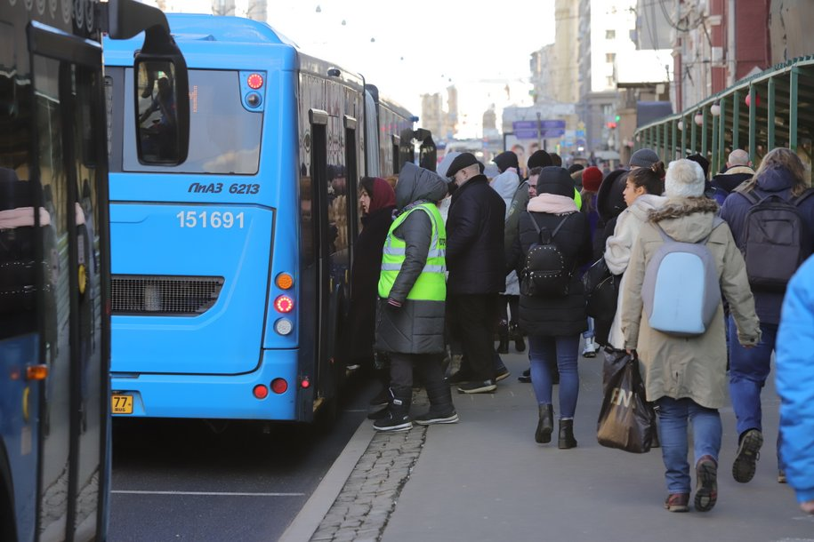 Пассажиры автобусов КМ совершили более 50 тыс. поездок за время закрытия участка Некрасовской линии метро