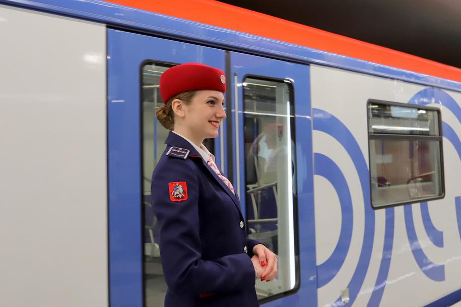 Собянин поздравил с наступающим 8 марта первую группу женщин, обучающихся на машиниста поезда метро