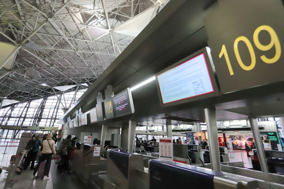 Россия ограничивает авиасообщение с рядом стран из-за коронавируса с 23 марта