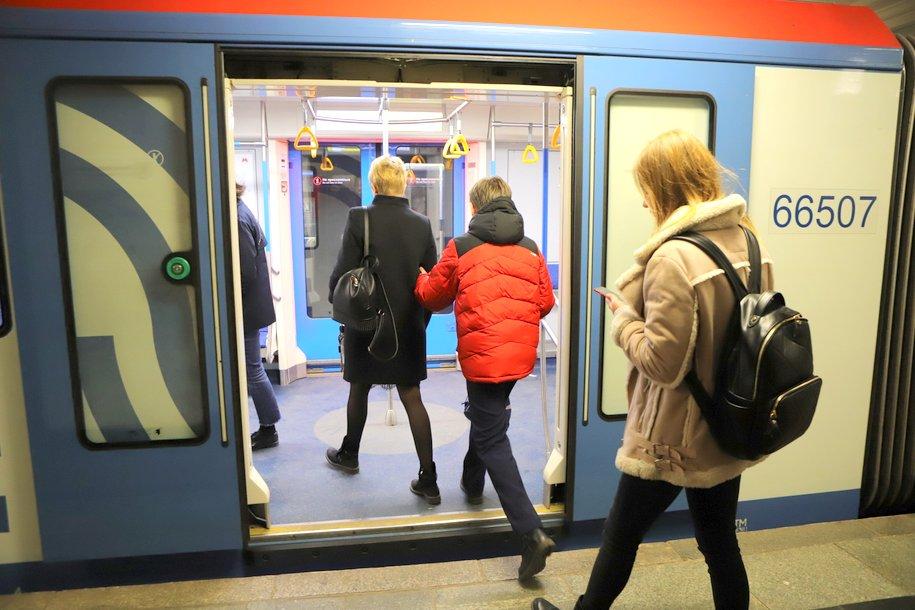 Кнопки открытия дверей отключат в общественном транспорте Москвы для профилактики коронавируса