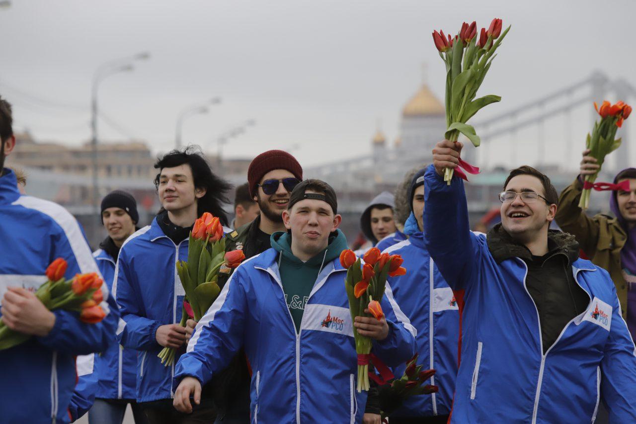 В Парке Горького прошел массовый забег «Цветы любимым»