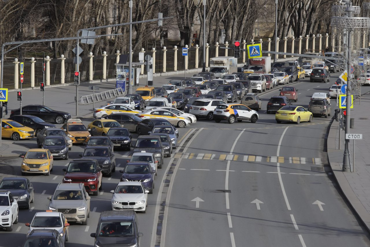ЦОДД предупредил водителей о пробках на кольцевых и вылетных магистралях Москвы перед длинными выходными
