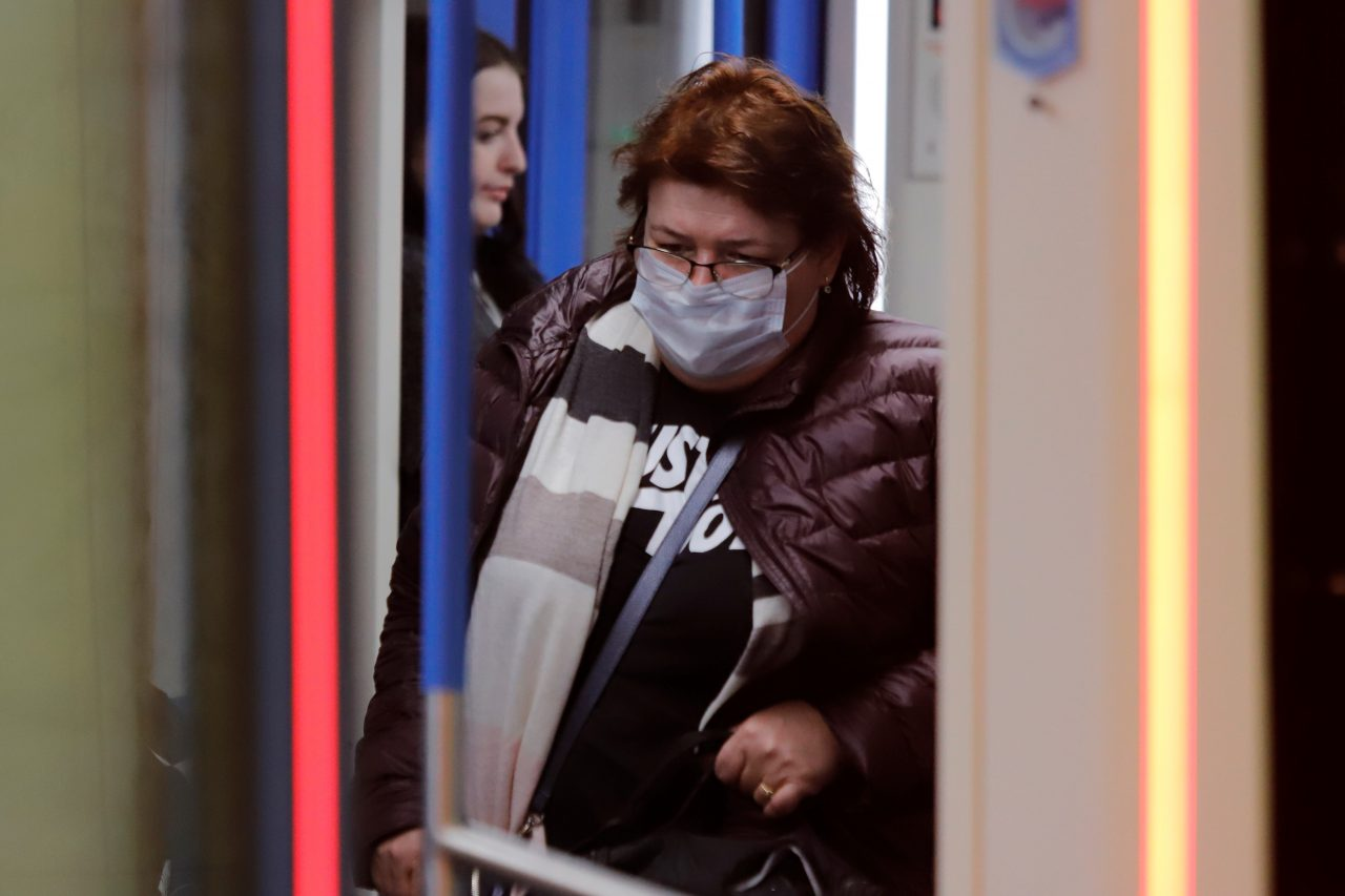 250 человек с температурой были выявлены в метро 26 марта