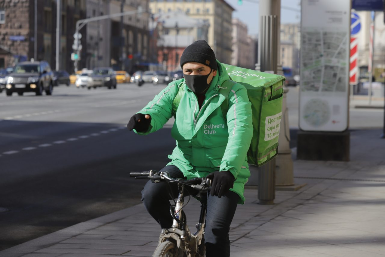 McDonald's в России с 28 марта перейдет на бесконтактную работу навынос и доставку